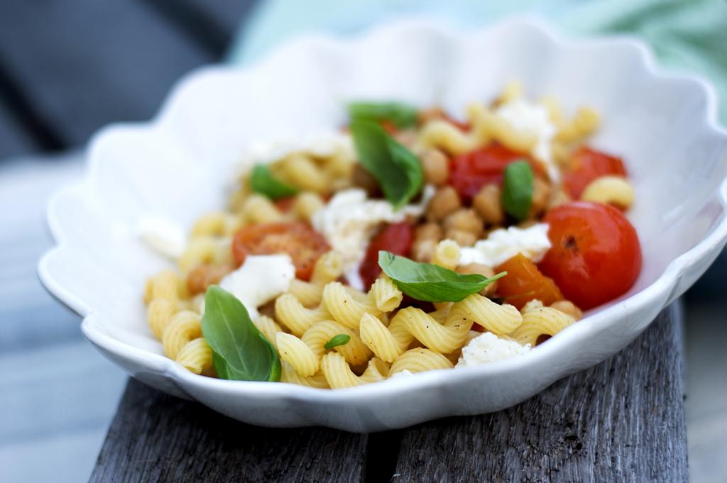 pasta-med-mozzarella-og-tomat