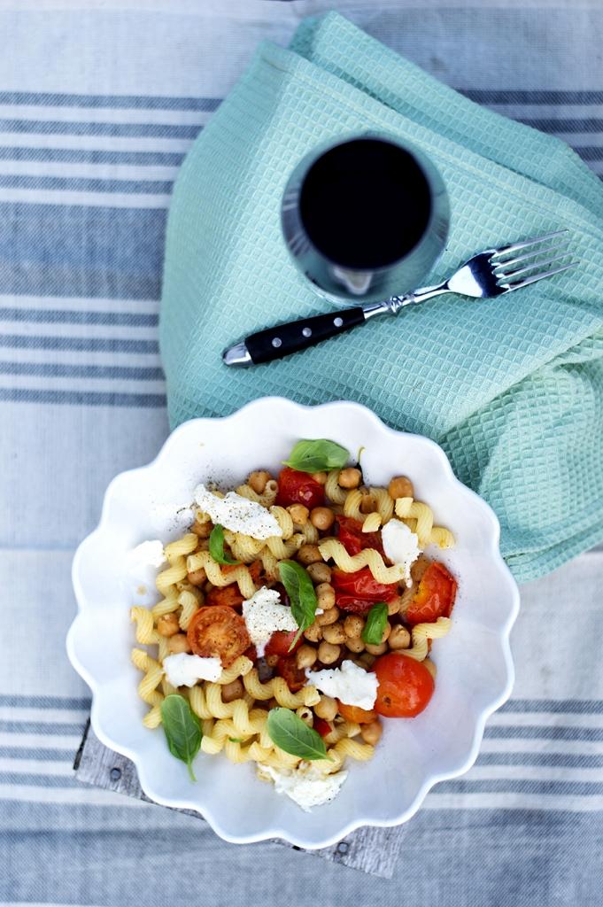 pastaskruer-med-tomat-og-mozzarella