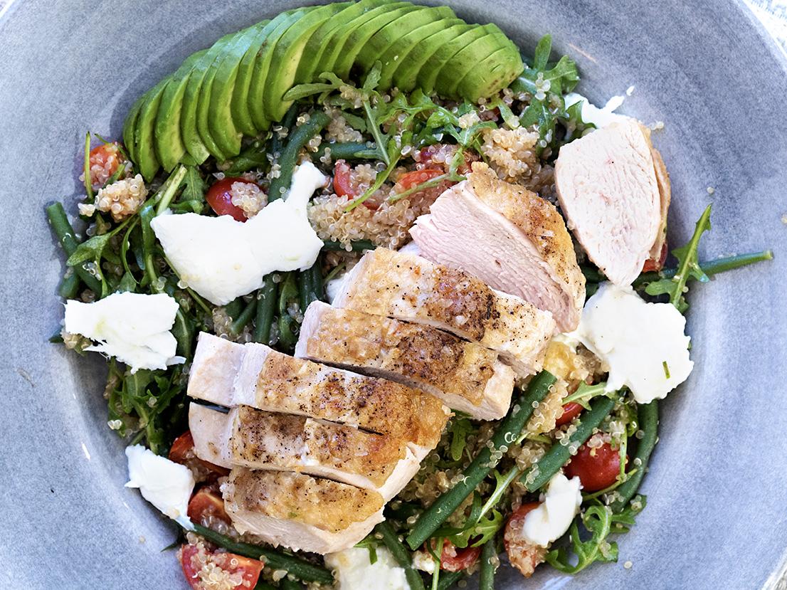 kyllingsalat-med-avokado-og-bønner