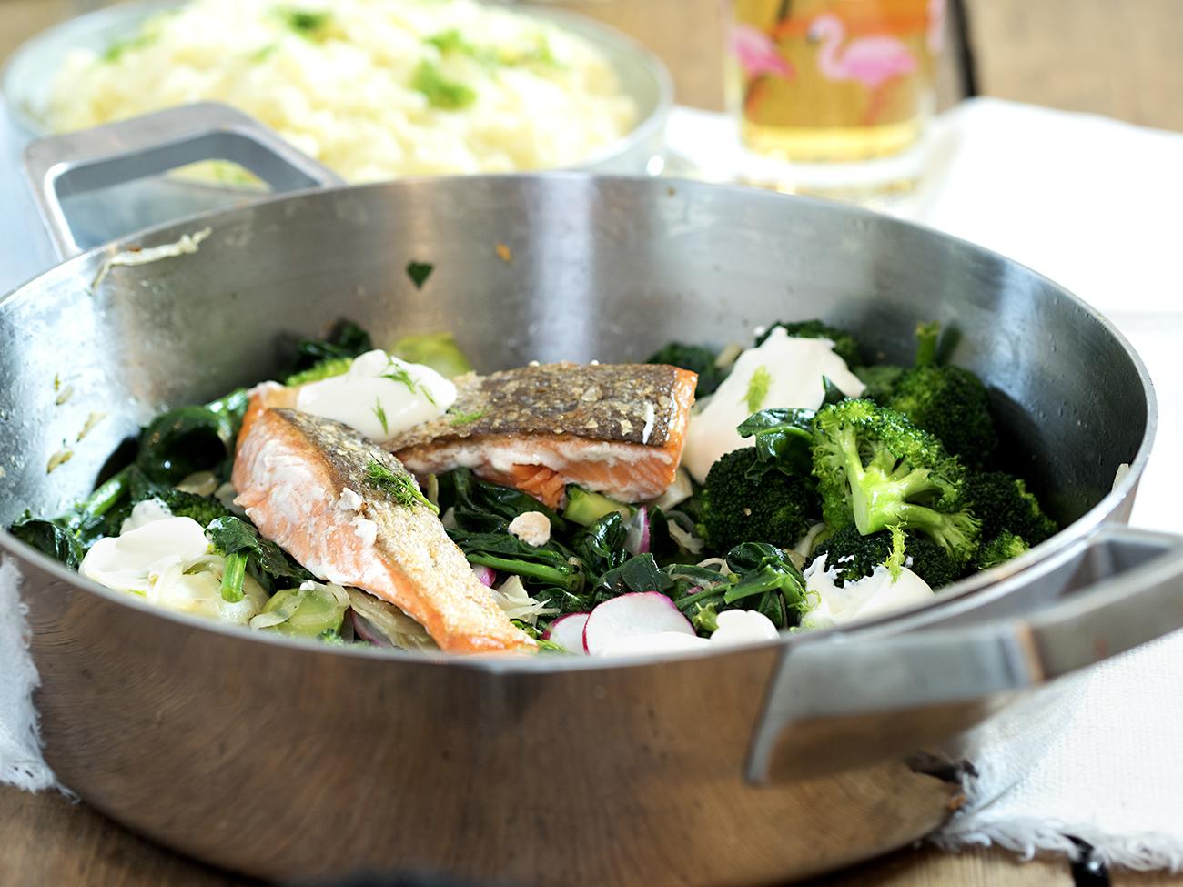stekt ørret med potetstappe og gode grønnsaker