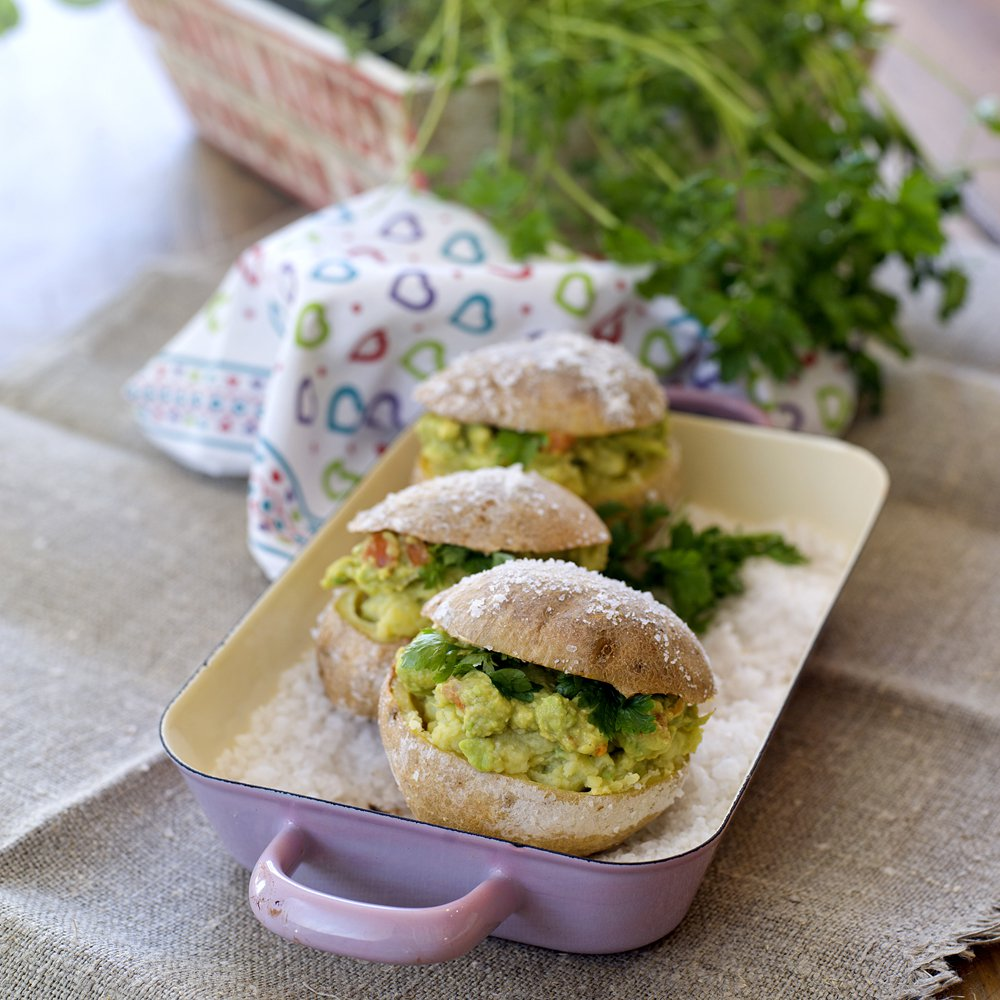 Saltbakte poteter med guacamole