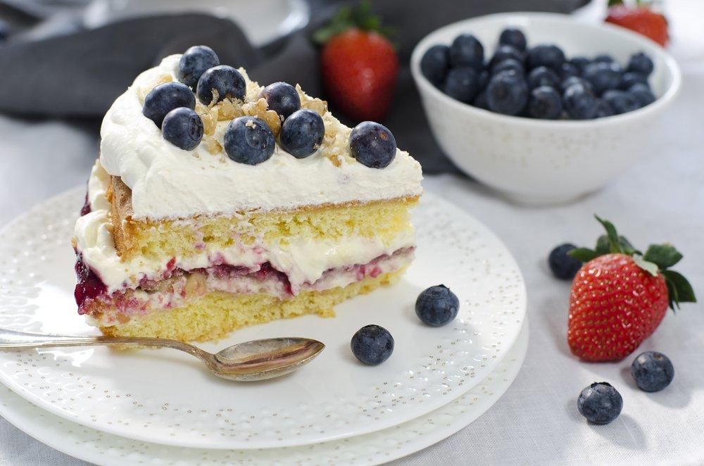 Bløtkake med blåbær og valnøtter