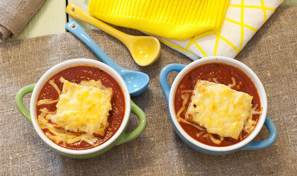 Tomatsuppe med ostelokk