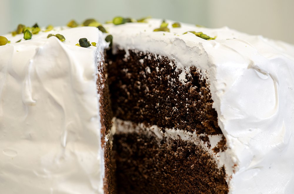 Mørk sjokoladekake med marengsglasur