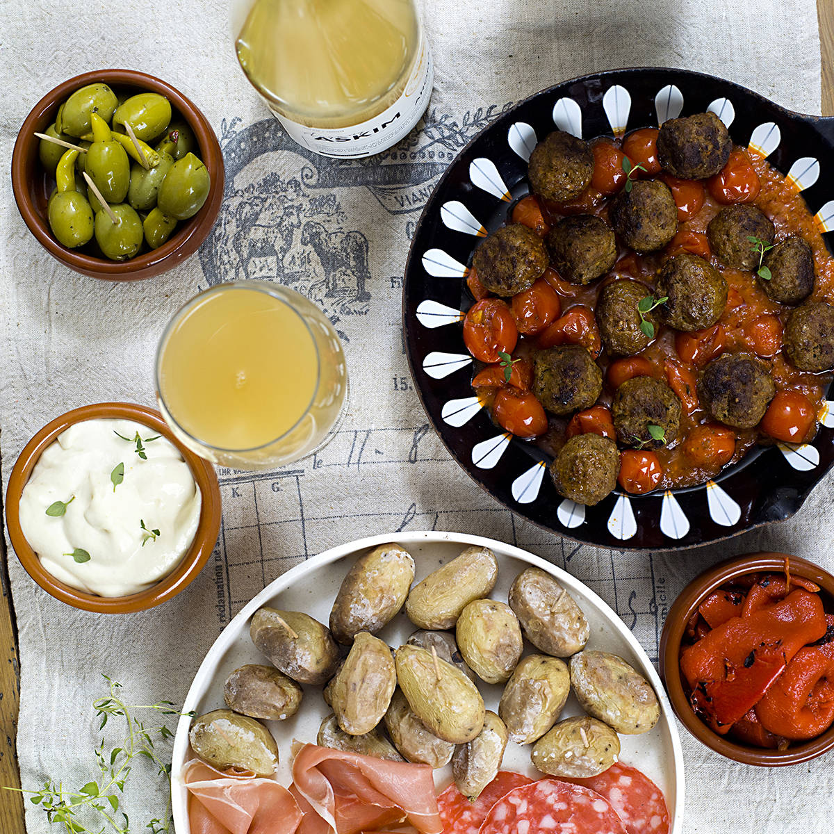 spanske-kjottboller-og-saltbakte-poteter