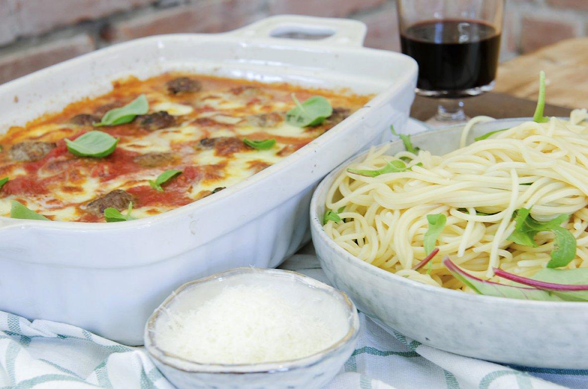 kjøttboller og spagetti med tomatsaus