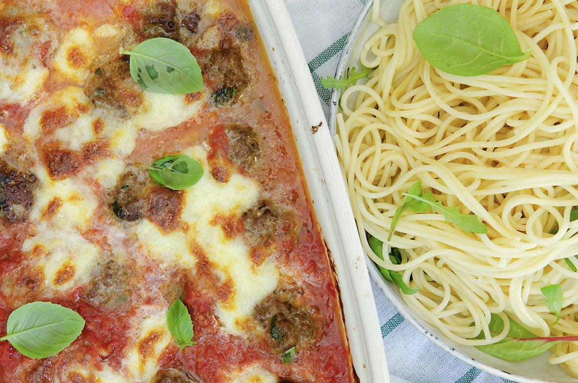 kjøttboller og tomatsaus i langpanne