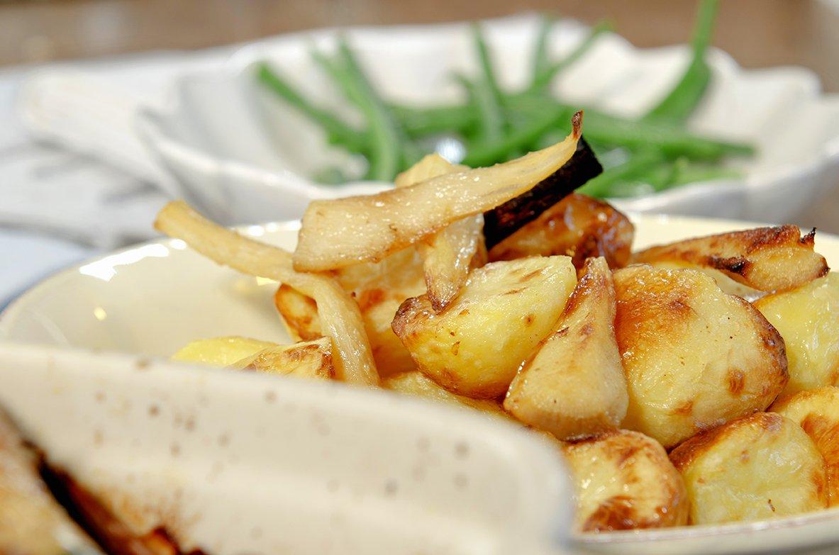 Helstekt kylling med rotgrønnsaker og aspargesbønner
