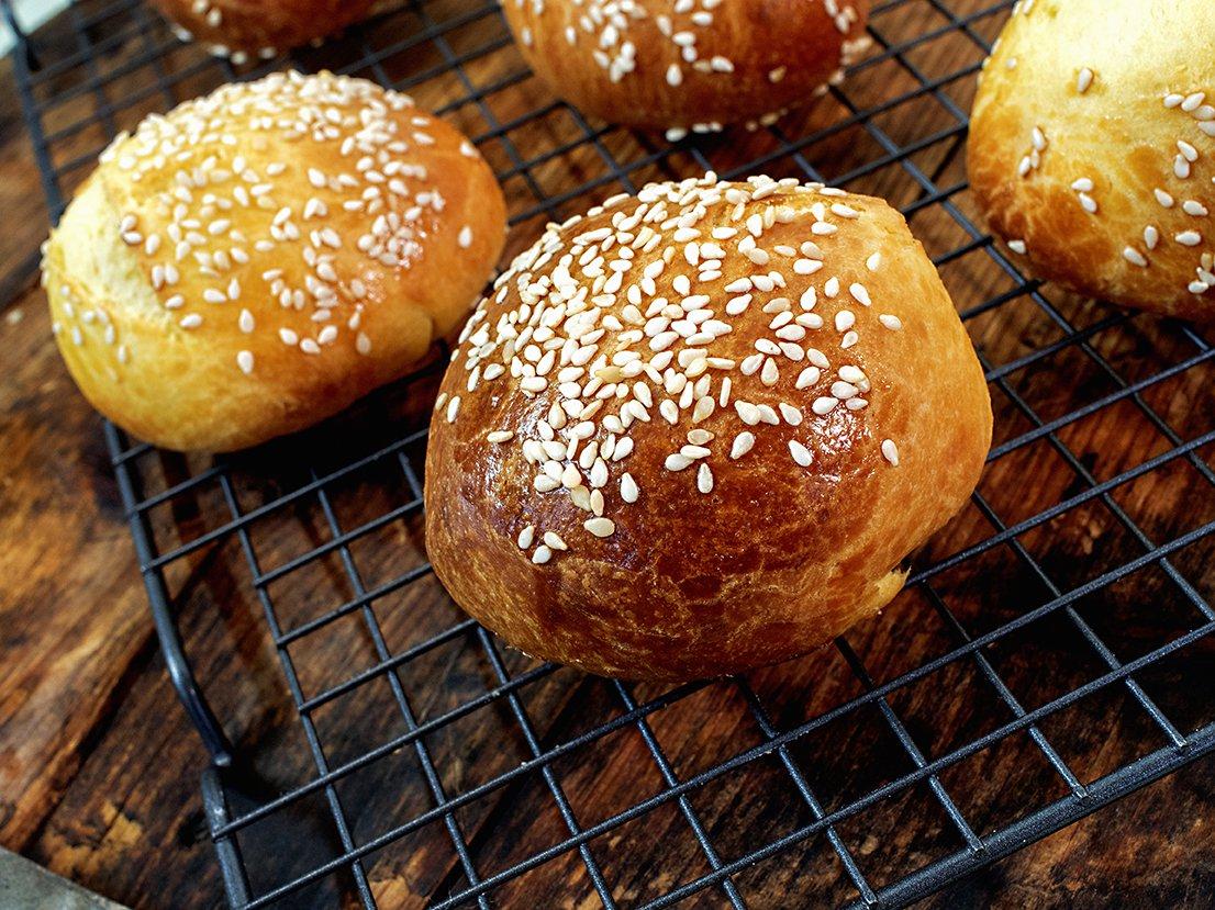 Hamburgerbrød av briochedeig