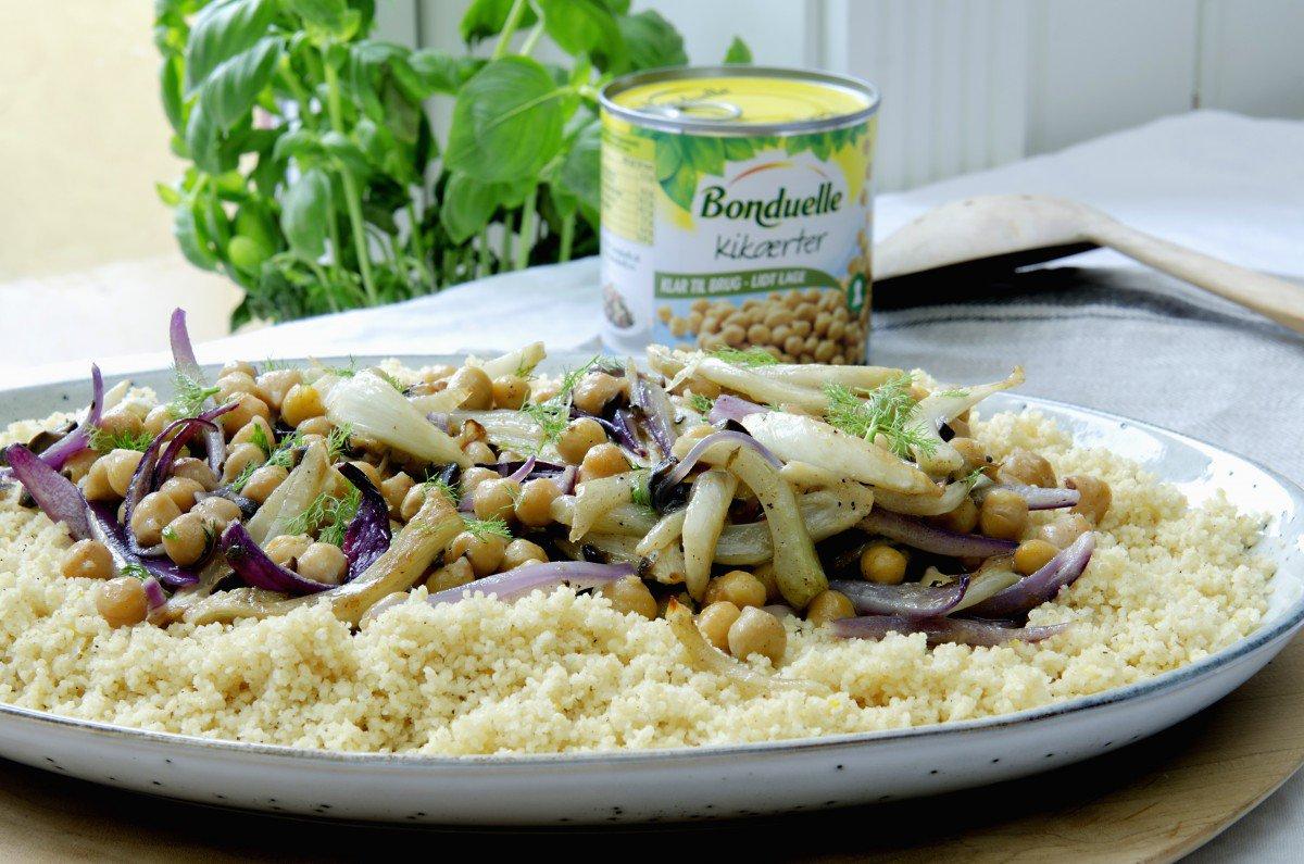 couscous med løk, kikerter og fennikel