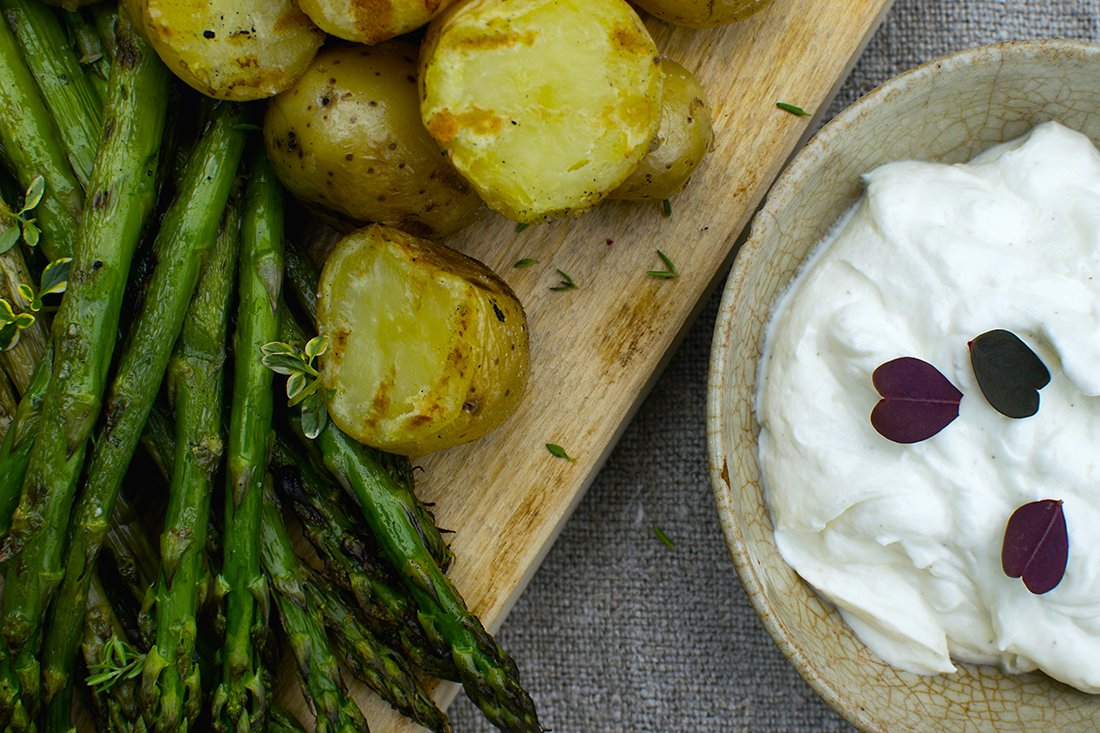 yoghurtdressing med grillede grønnsaker