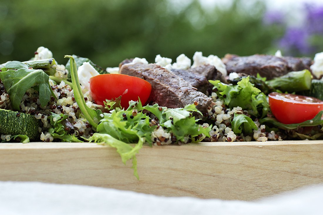 biffsalat med grillede grønnsaker