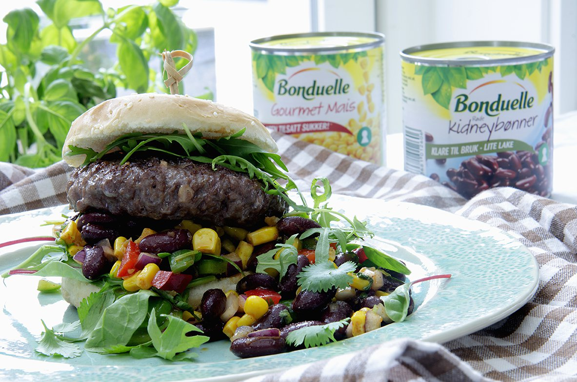 bønnesalat og burger