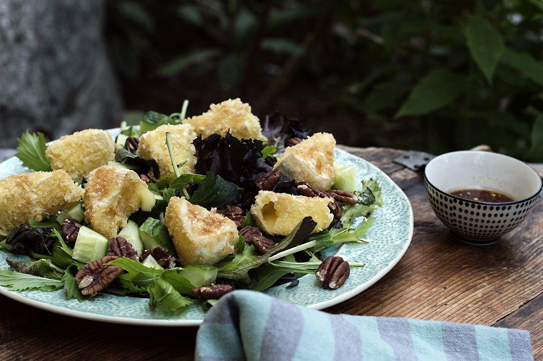 grønnsalat med ost og nøtter