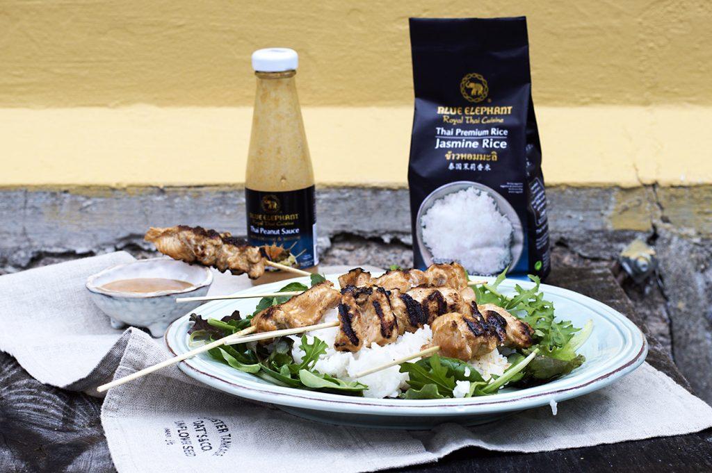 kyllingspyd-med-peanottsaus-og-ris