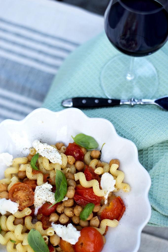 pasta-med-tomat-og-mozzarella