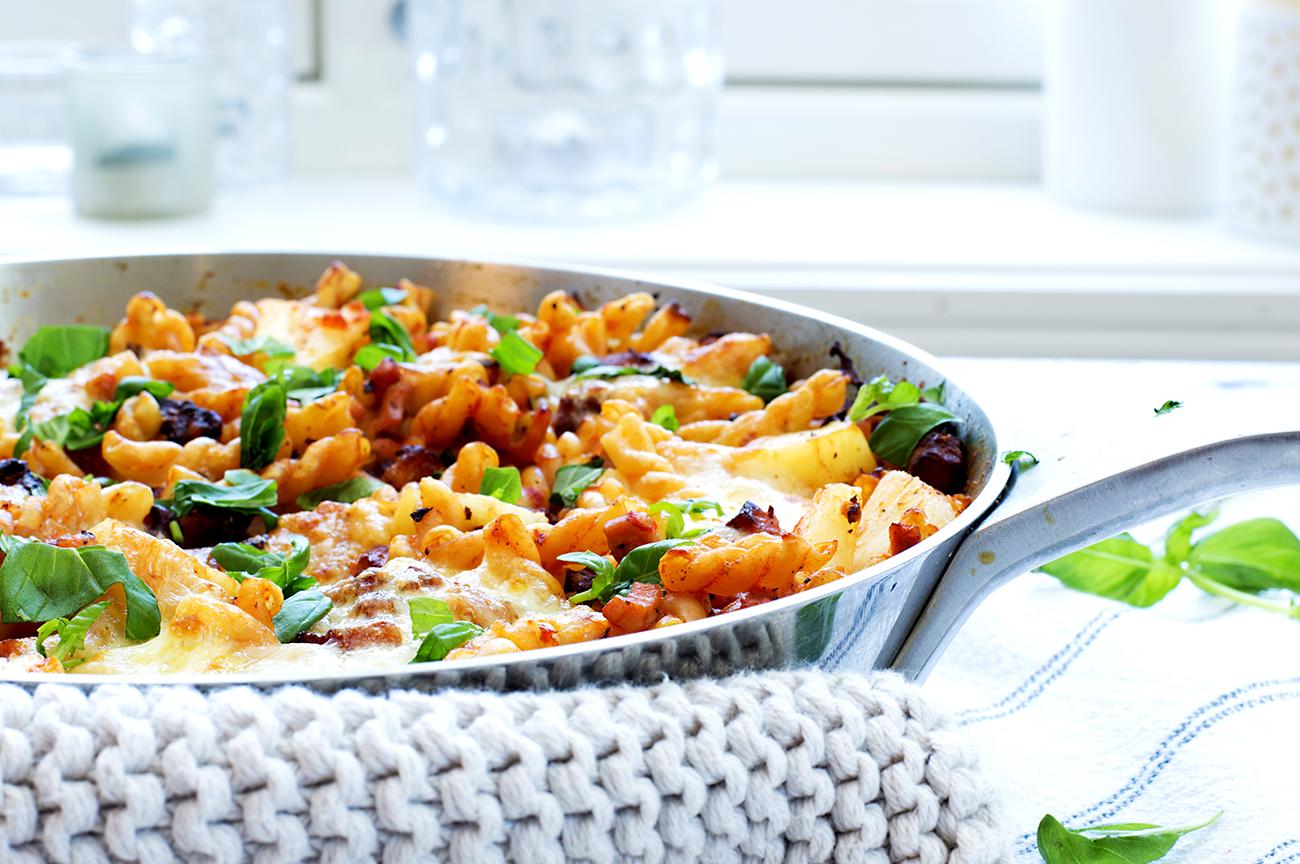 lettvint middag med pasta, skinke og bacon