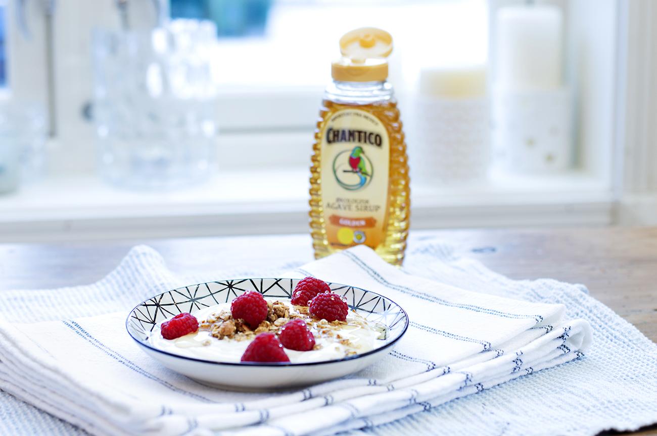 yoghurt-med-baer-og-chantico