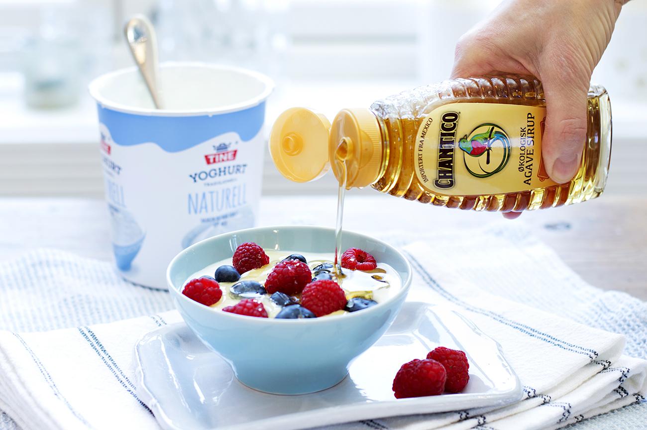 yoghurt-og-baer-med-agavesirup