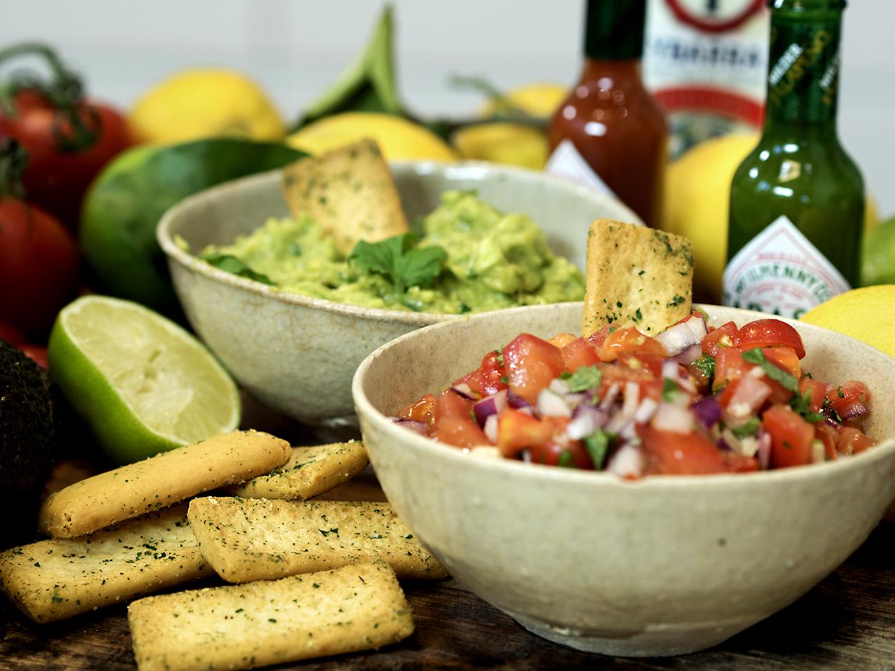 salsa og guacamole med Tabasco