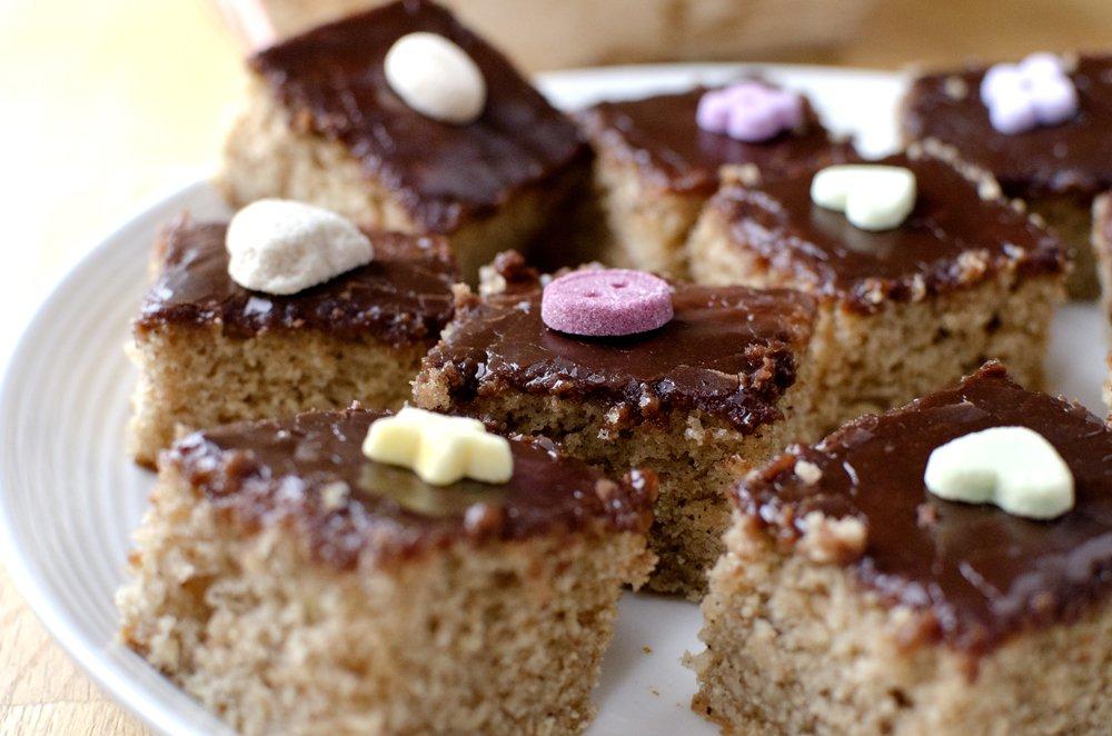 Saftig krydderkake med sjokoladeglasur