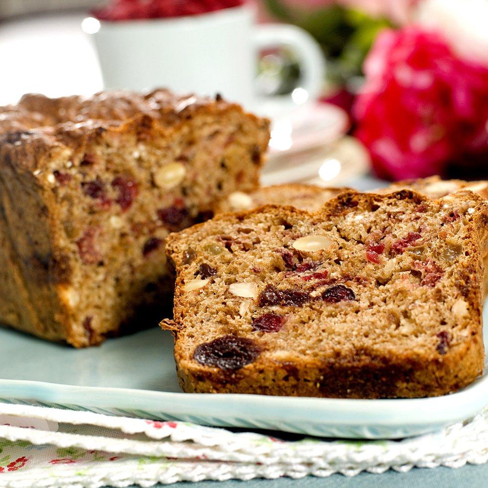 Kjapt brød med bær og nøtter