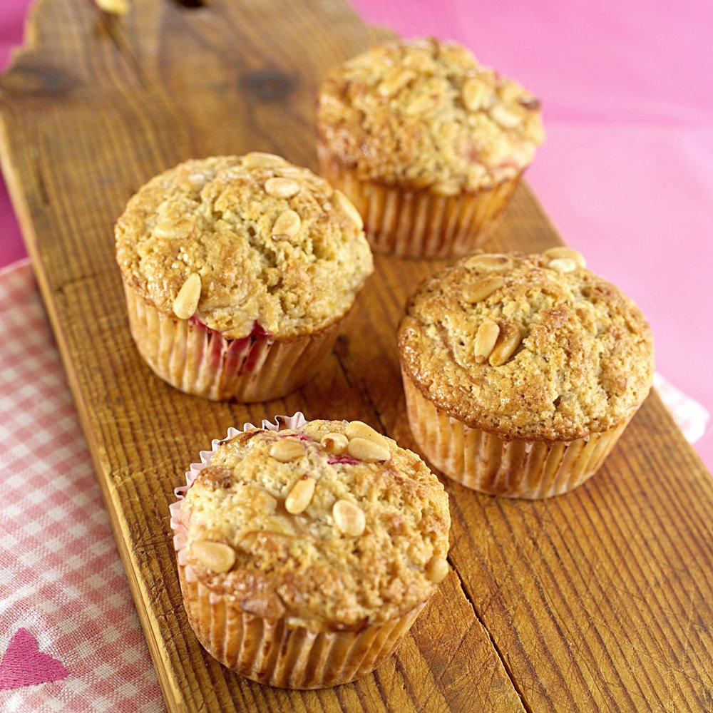 Muffins med rabarbra og pinjekjerner