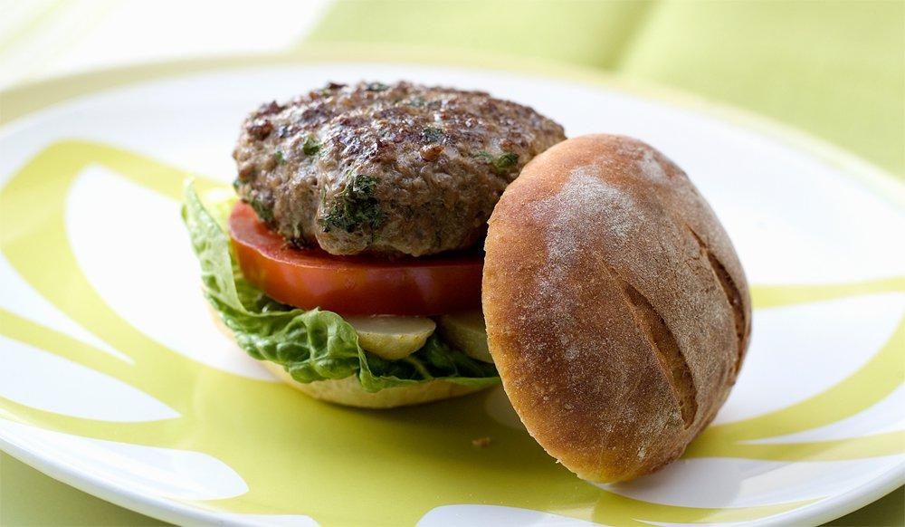 Saftig innbakt hamburger