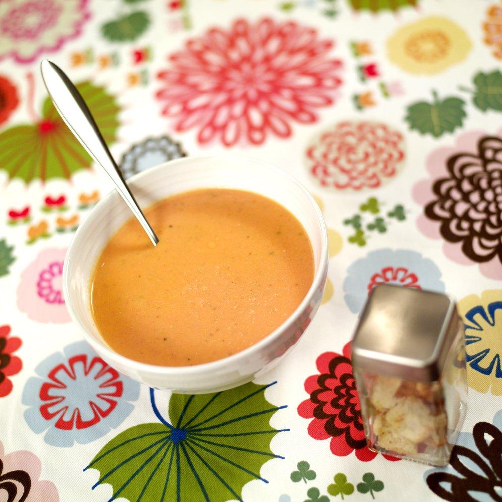 Mild tomatsuppe med brødkrutonger