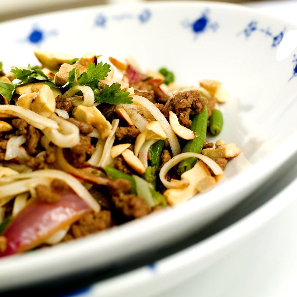 Wok med kjøttdeig og nøtter