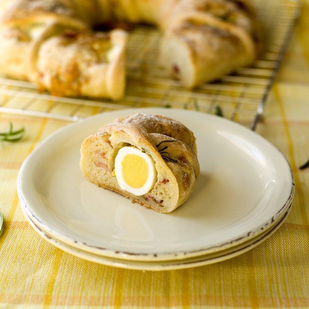 Tortano - innbakt brød med egg, ost og skinke
