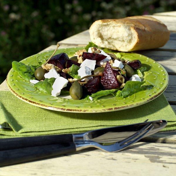 Rødbetsalat og nybakte baguetter
