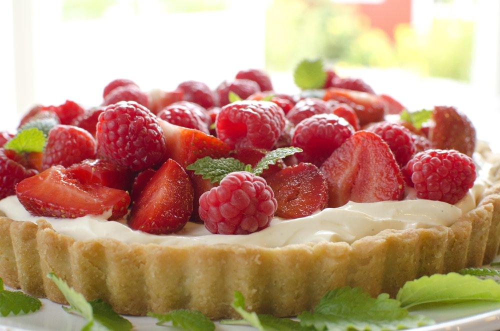 Ultragod kake med bringebær og jordbær