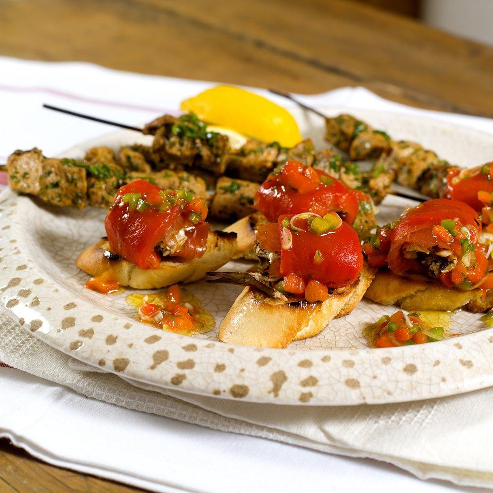 Tapas med røkt laks, sardiner og paprika