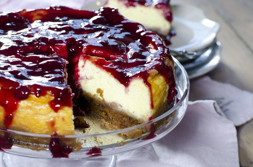 Stekt ostekake med kirsebærsaus