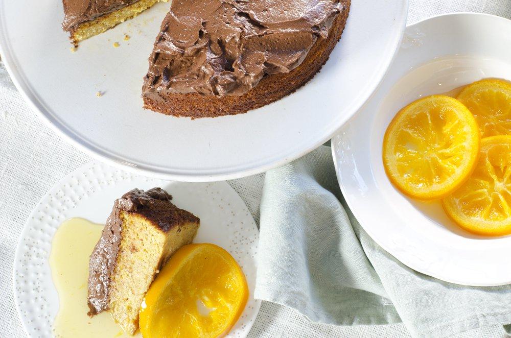 Appelsin- og mandelkake med sjokoladeglasur