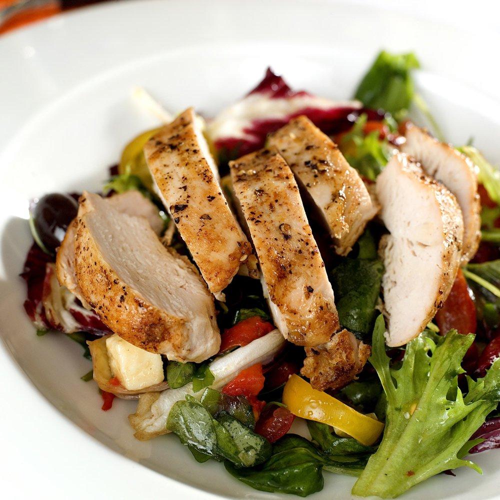 Kyllingsalat med feta og oliven