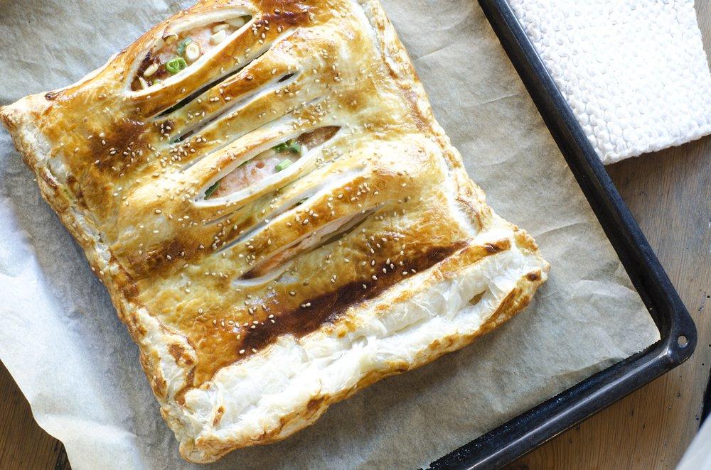 Saftig laks innbakt i butterdeig