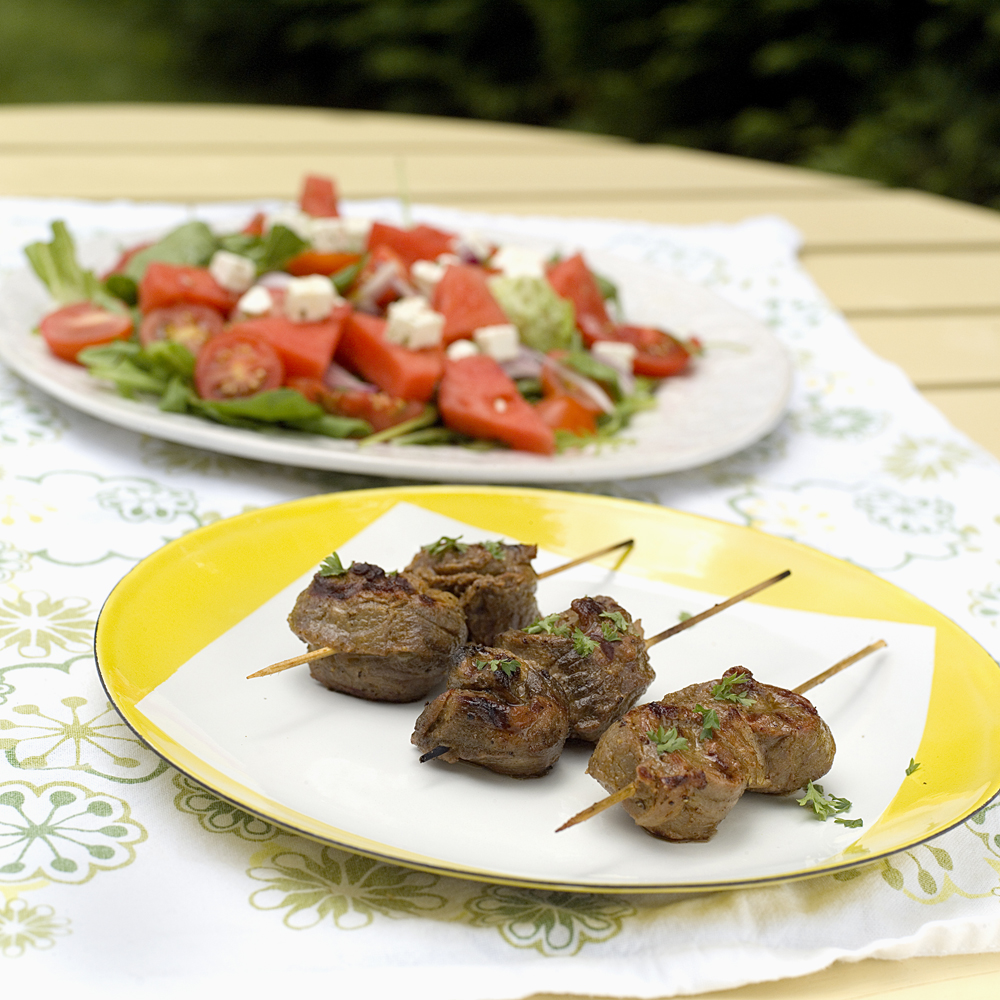 Marinerte kjøttspyd med gresk salat