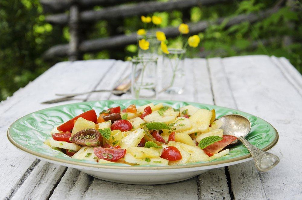 Tomatsalat med ananas og chili