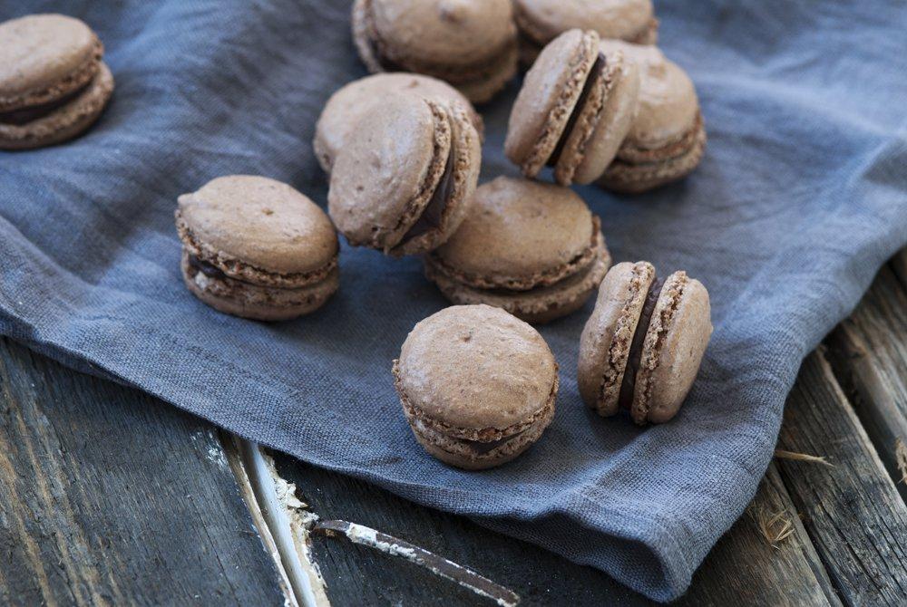 Sjokolademakroner med sjokoladeganache til fyll