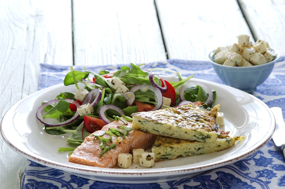 Laks med salat og potetkake