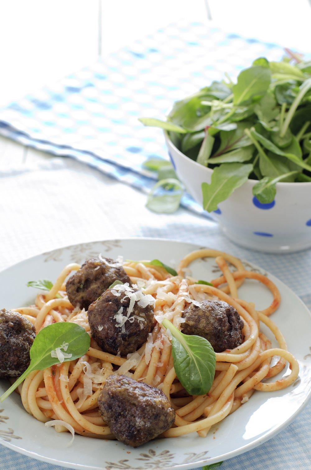 Kjøttboller med spagetti og tomatsaus