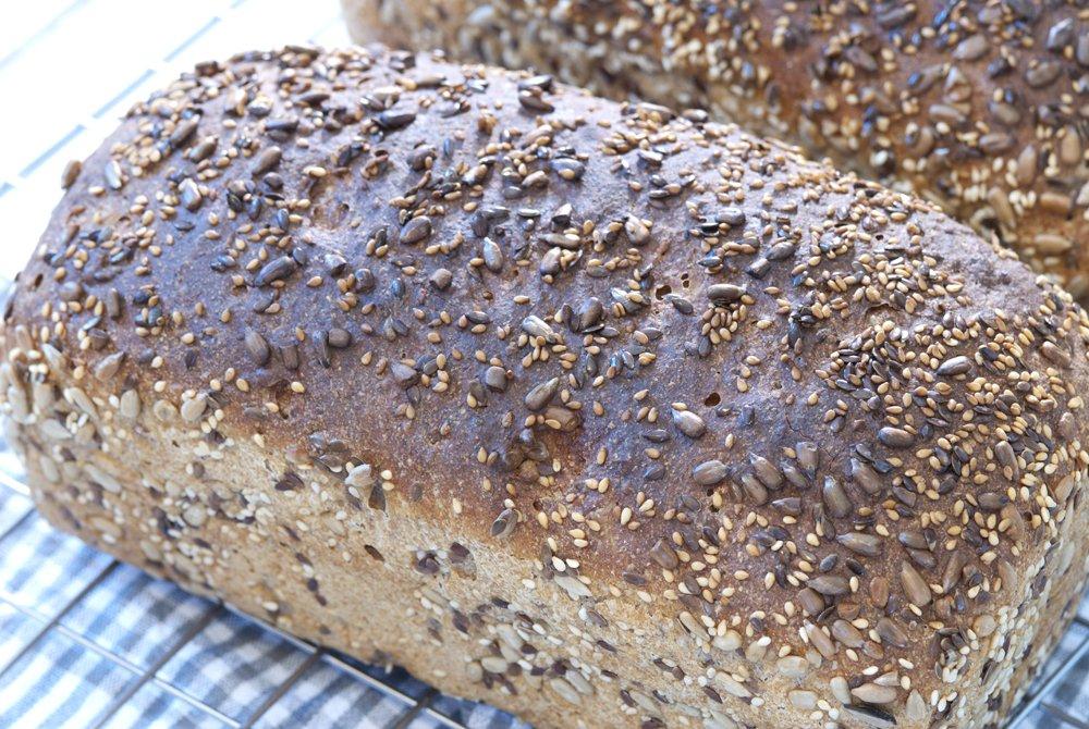 Grovbrød med kjerner og frø