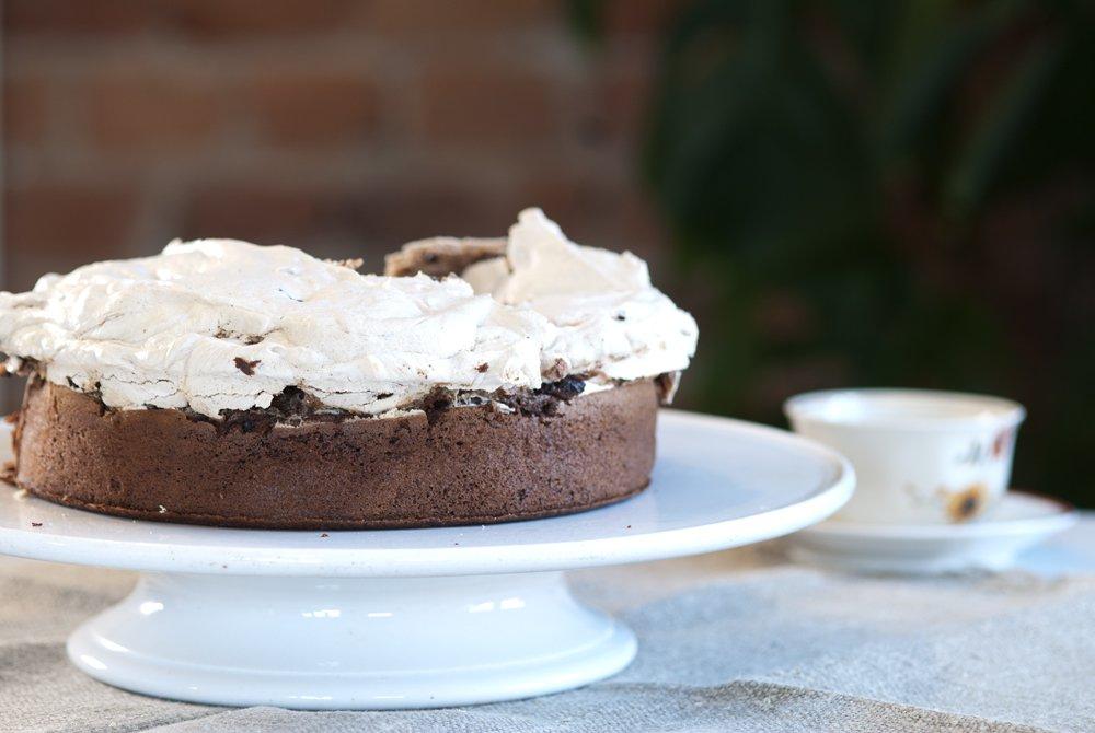Mørk sjokoladekake med marengslokk