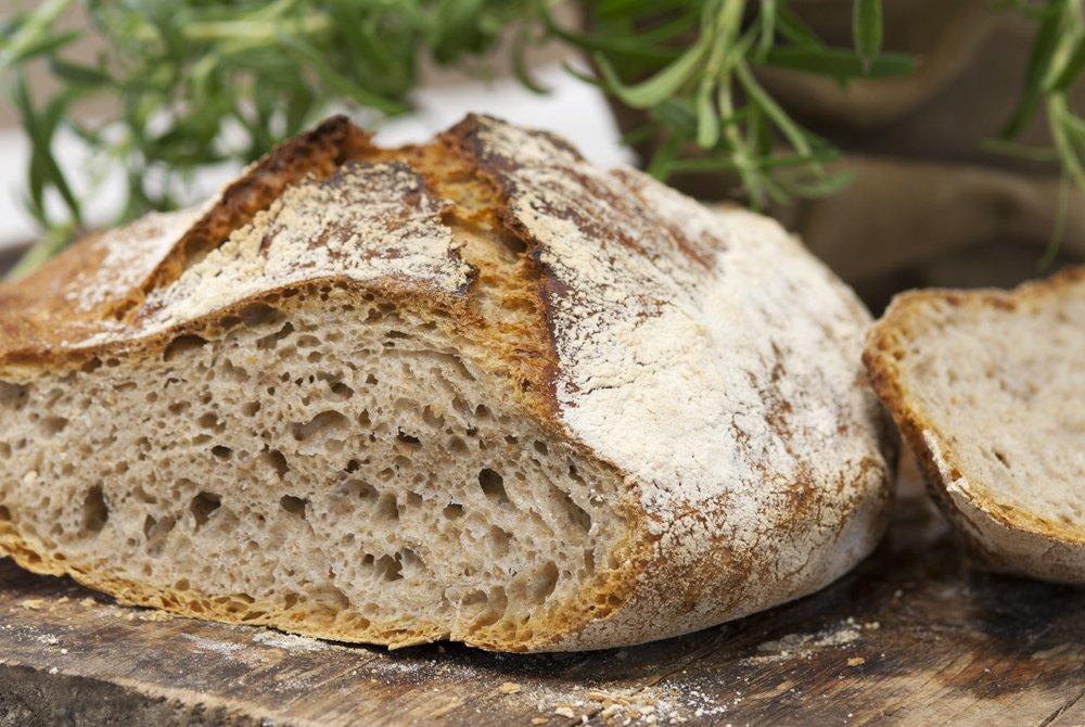 Eltefrie brød med både grovt og fint mel