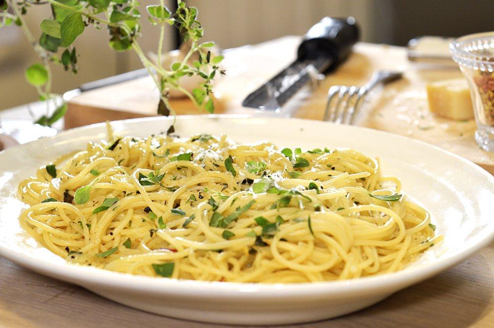 Spagetti med hvitløk og parmesan