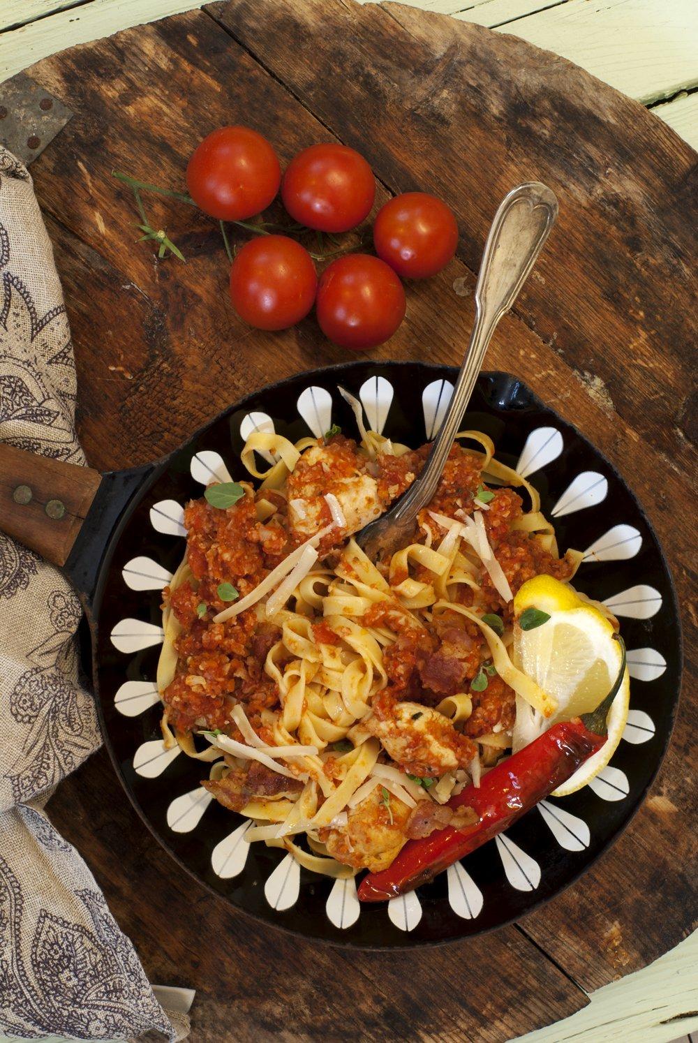 Pasta med kylling og tomatsaus