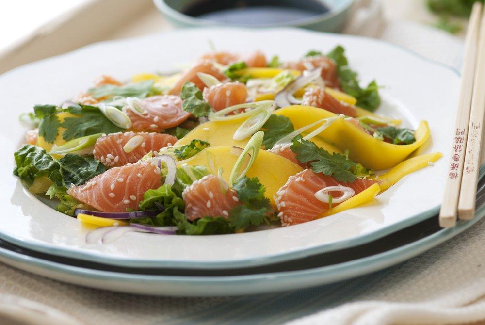 mangosalat med laks og koriander