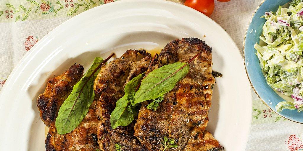 grillede nakkekoteletter med brokkolisalat